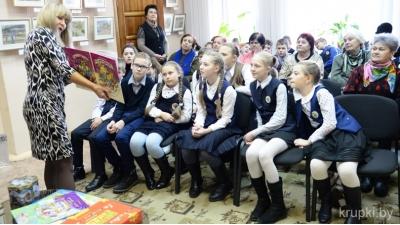 Оксана Аракчеева представила выставку семейных картин в Крупской галерее