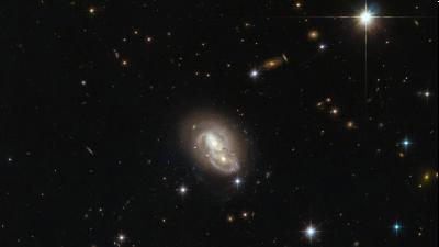 Hubble снял быстрые пересекающиеся галактики